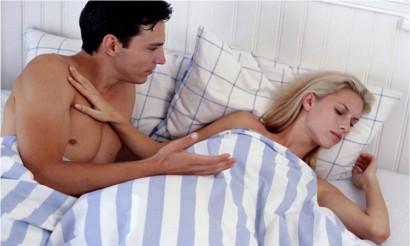 Sau khi sinh con, không nên quan hệ chăn gối quá sớm