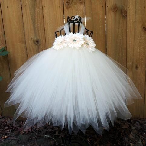 Chọn váy đầm công chúa đẹp cho bé