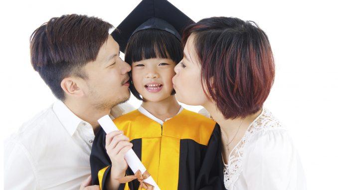 Những hành động đơn giản của cha mẹ khiến con cảm thấy được yêu thương